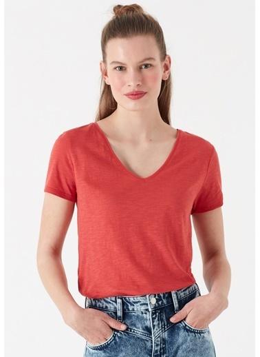 Mavi Kadın  V Yaka Tişört 168260-30734 Kırmızı